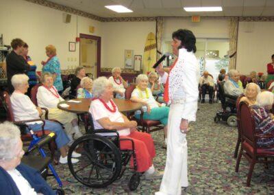 Elvis Serenades the Ladies